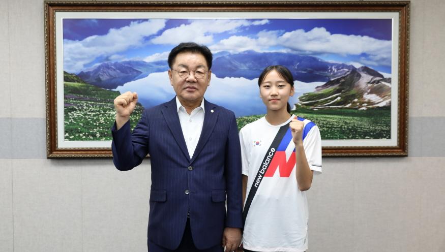 [크기변환]19.7.15 양예빈선수 격려_계룡시.JPG