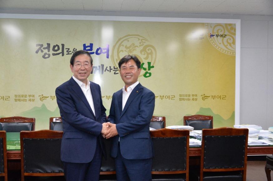 1. 박원순 시장, 박정현 군수 환담장면 (1).JPG