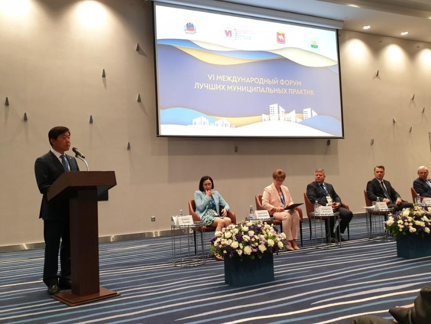 황명선 논산시장(전국시장군수구청장협의회 상임부회장)이 러시아 첼랴빈스크시에서 개최하는 우수지방자치국제포럼에 참가, 기조연설을 하고 있다..jpg