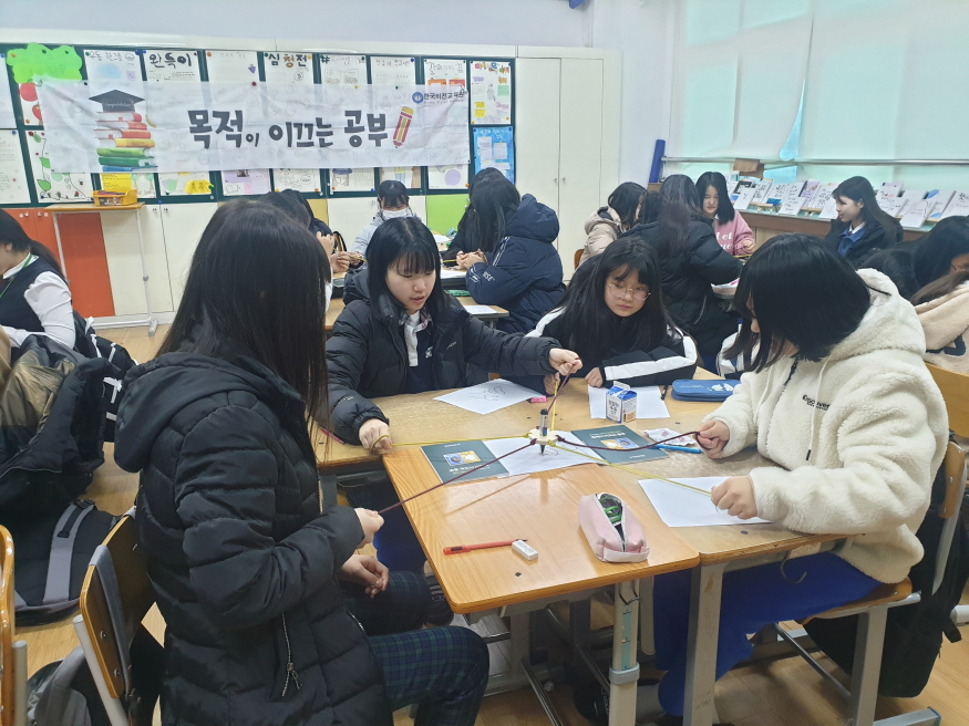 [크기변환]논산여중 자기주도학습 진로캠프 사진.jpg