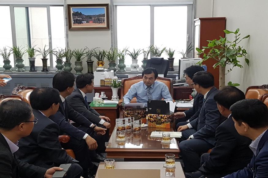 [크기변환]1. 작년 4월 부여군 집행부 국회 국방위원회 방문장면.JPG